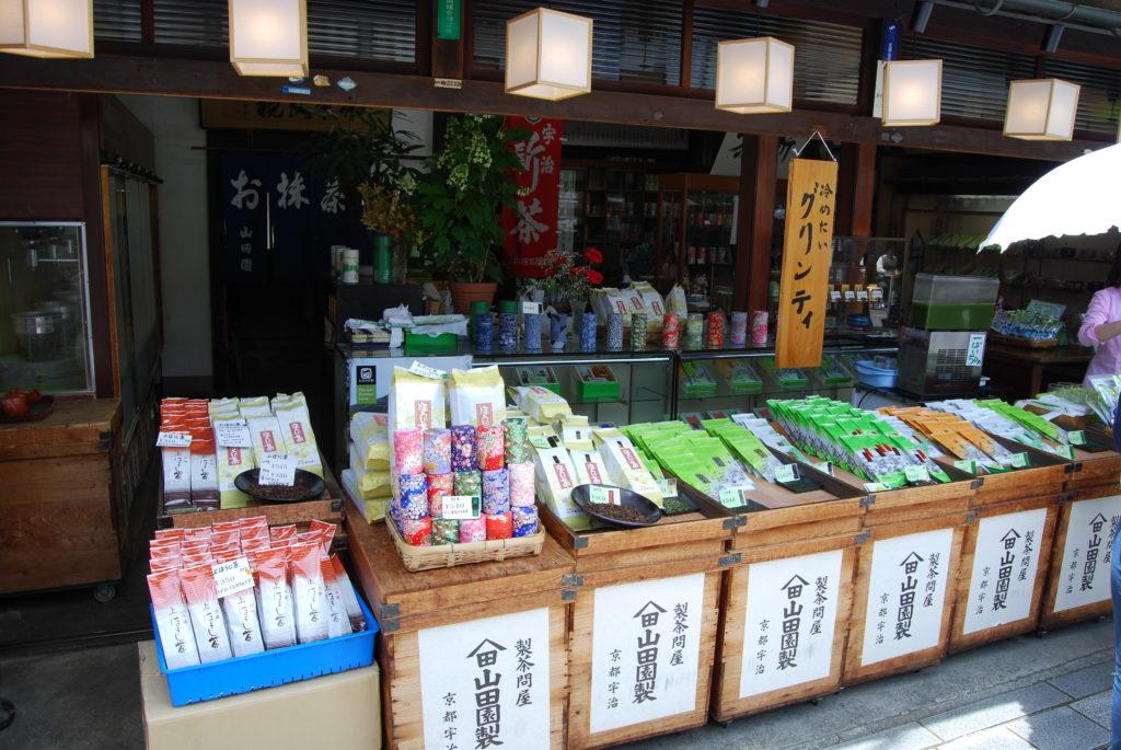 Te verde in vendita presso il tempio di Byodoin a Uji, - Kyoto (Giappone)